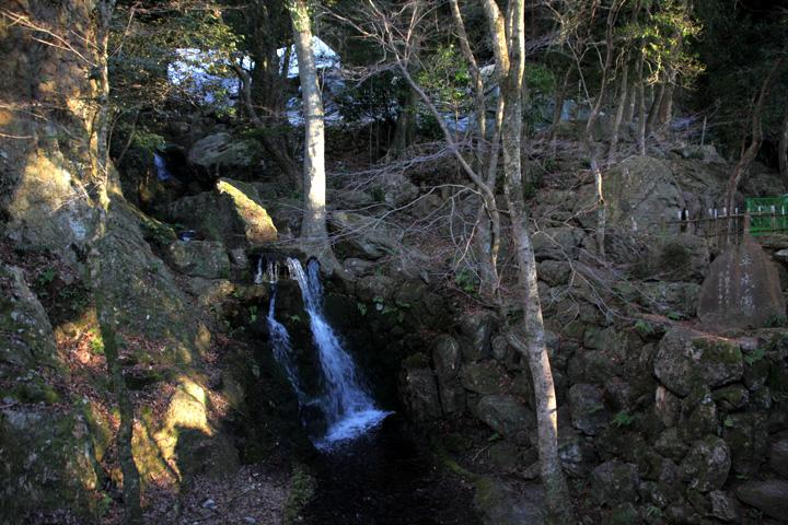 居宅庭園の滝