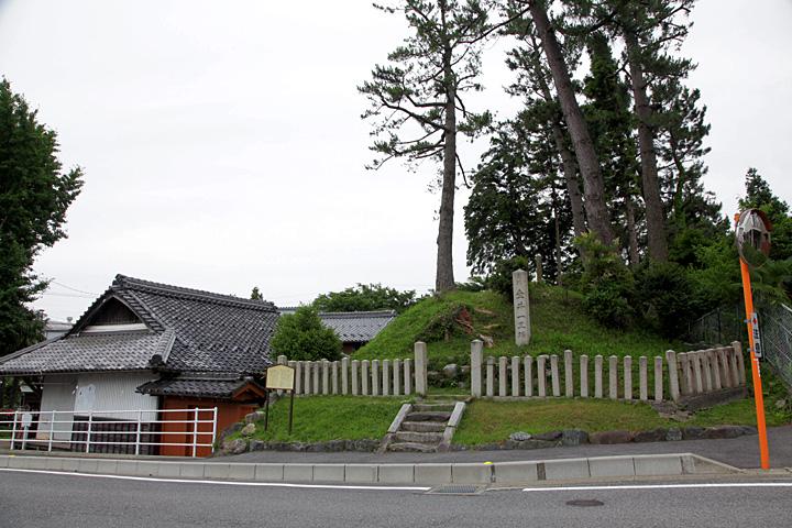 浅野幸長の陣跡と一里塚 左手日守の茶所