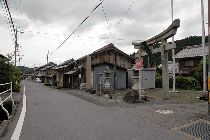 今須八幡神社参道
