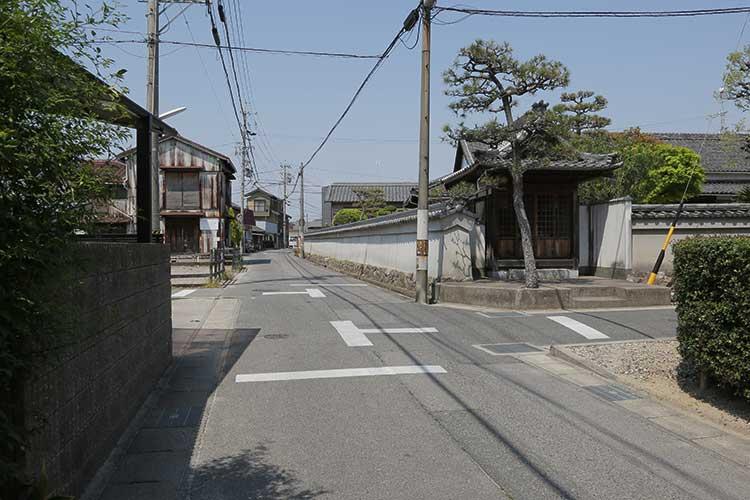 紫雲寺前の大浜街道