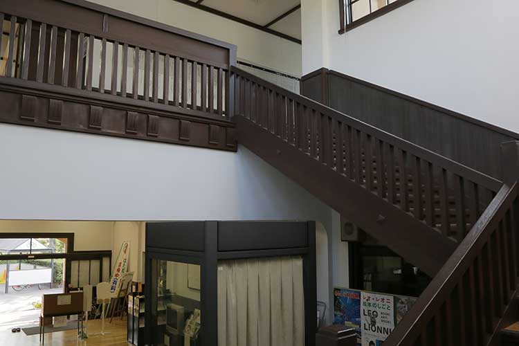 刈谷郷土資料館内部2階への階段