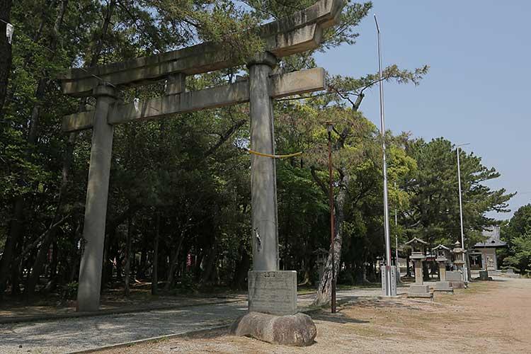 八剣神社参道