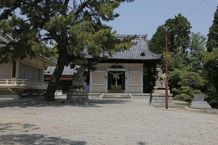 八剣神社拝殿