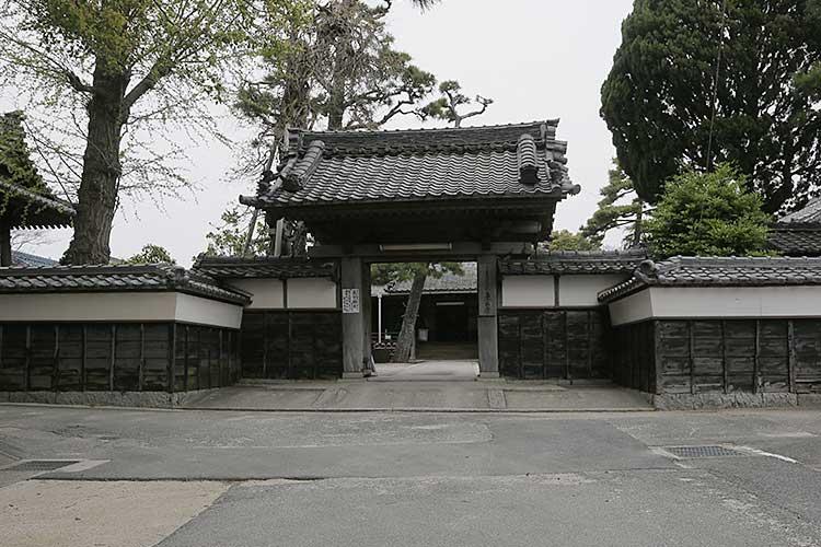 東正寺山門