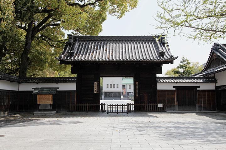 徳川園入口門