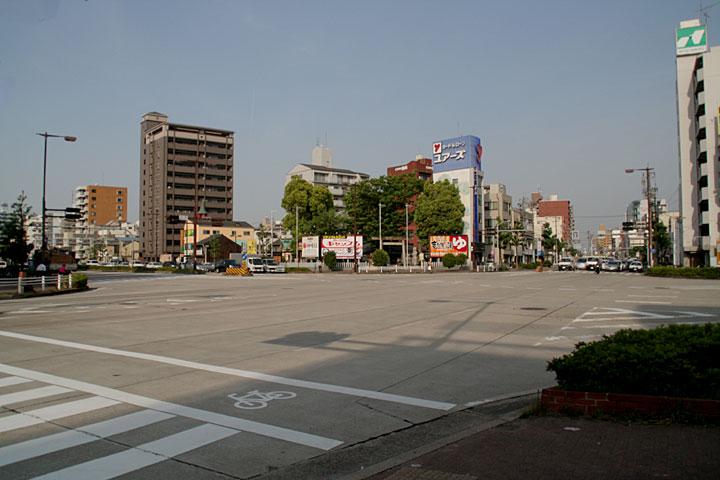 神明社赤塚交差点