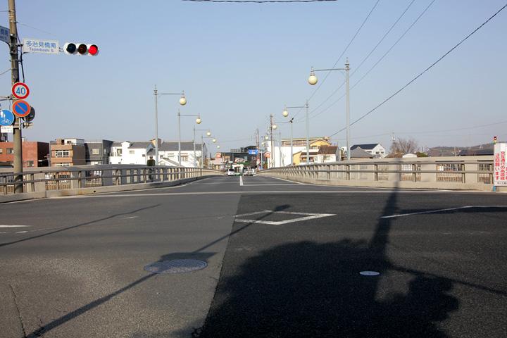 多治見橋を渡り本町オリベストリートへ