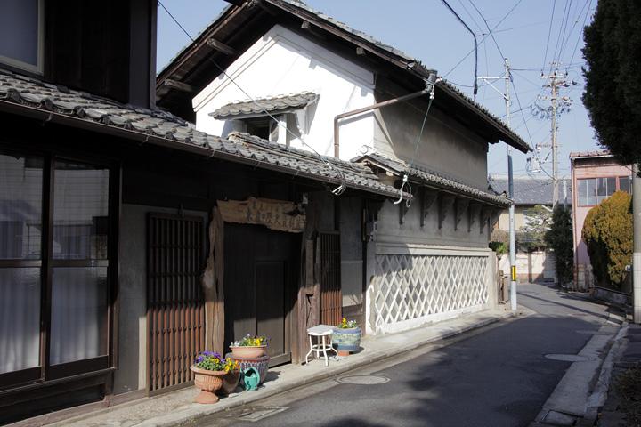 西浦家の土蔵を使った西浦焼の資料館「石心参禅蔵」