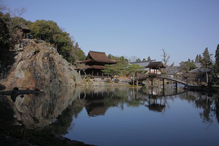 永保寺庭園 梵音巌(左手上)と無際橋