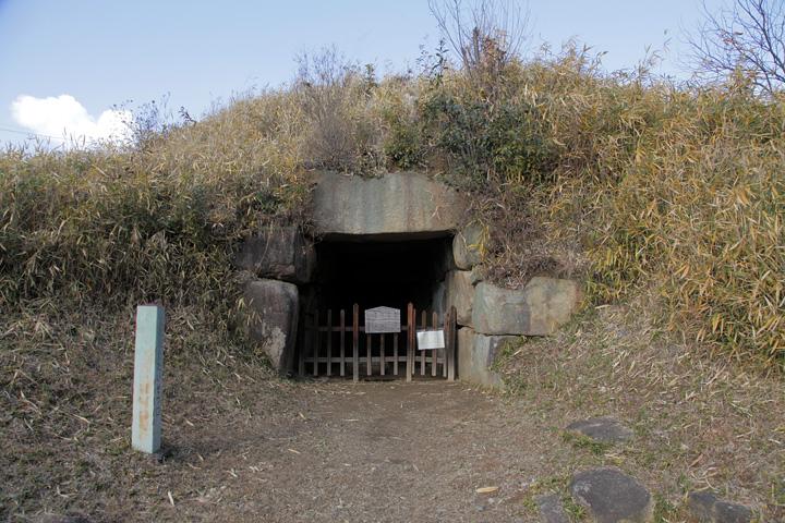 乙塚古墳石室入口