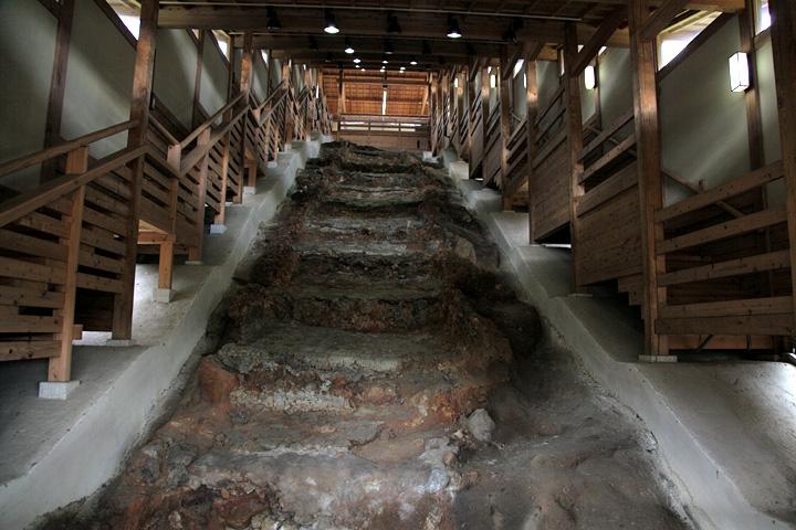 下から見た元屋敷陶器窯跡