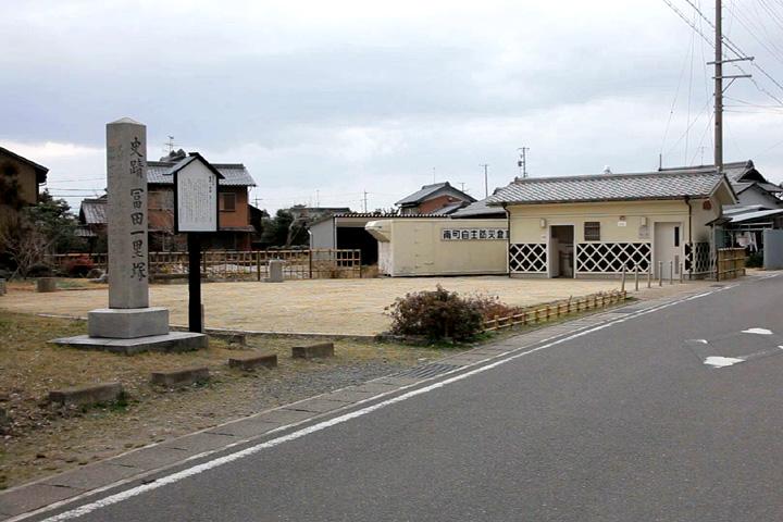 富田一里塚と駒塚道道標