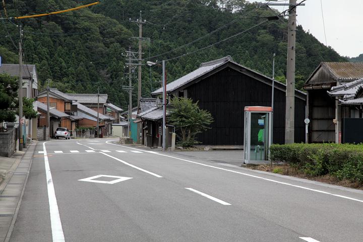 坂下宿東の入口方面