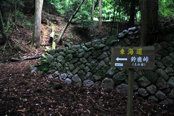 石畳の坂を上る