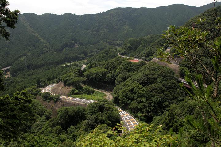 鏡岩から見た国道1号線