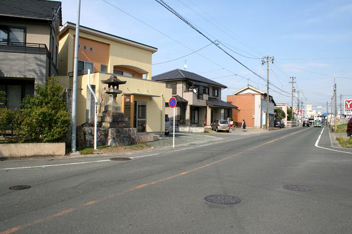 東海道と姫街道の追分(豊川稲荷へ)