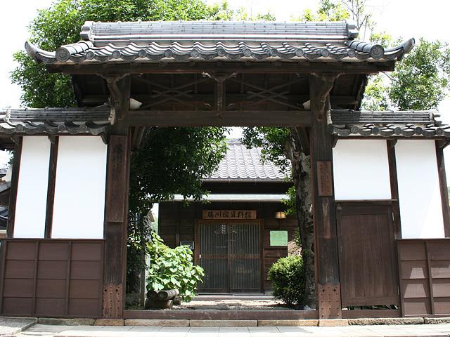 藤川宿脇脇本陣跡-250年以上前に建てられた。「藤川宿資料館」として 一般公開されている。