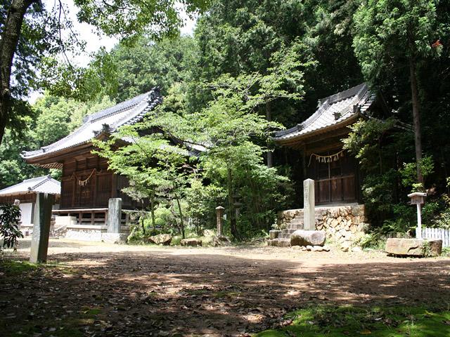 関山神社本殿