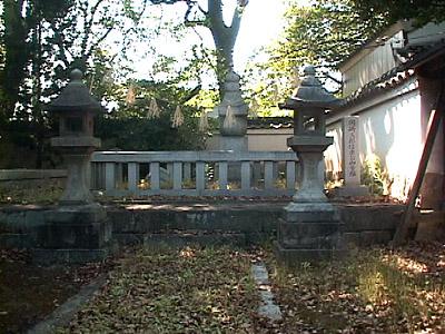 若宮八幡-織田信長に謀反の疑いを かけられ切腹した家康の長男 松平信康は若宮八幡境内の墓に眠る