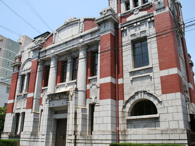岡崎信用金庫資料館-大正6年、岡崎銀行本店として建てられ、 戦後、商工会議所として使われた。現在は金融機関の資料館。