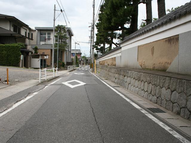 浄教寺の脇を通る鎌倉街道