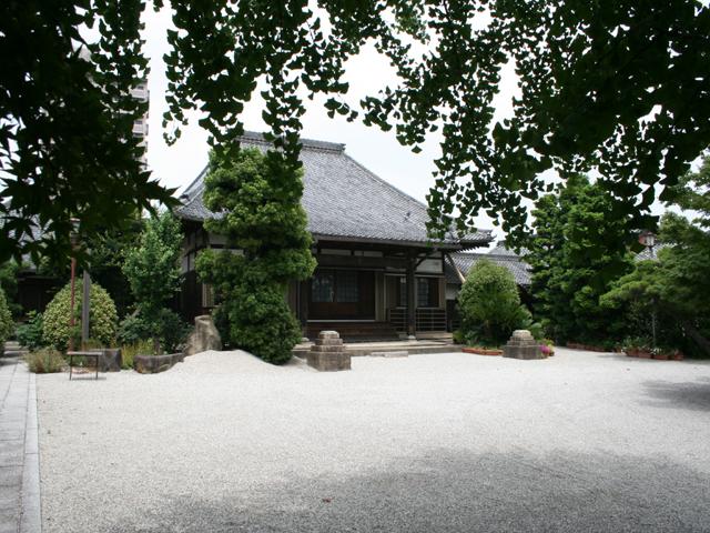 慈眼寺- 鎌倉時代創建の曹洞宗の寺院。牡丹がきれいな寺としても知られている
