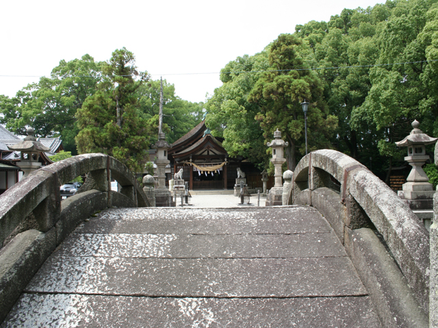 知立神社- 東海道屈指の名社であり、霊験もあらたか。文化財には、多宝塔、古額、 舞楽面などがある