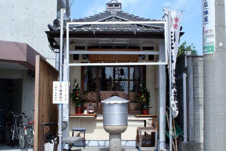 上知麻我神社(源太夫社)跡に建つ ほうろく地蔵