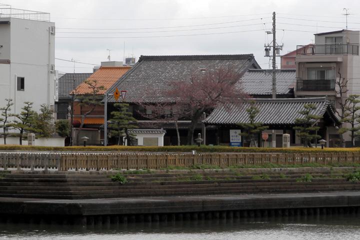 熱田荘- この建物は 明治二十九年(1896年) 武藤兼次郎が建てた「魚半」という料亭