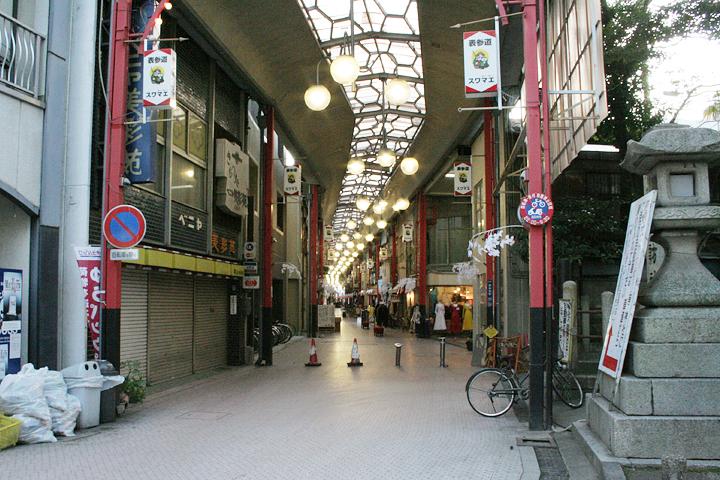 商店街を通る東海道