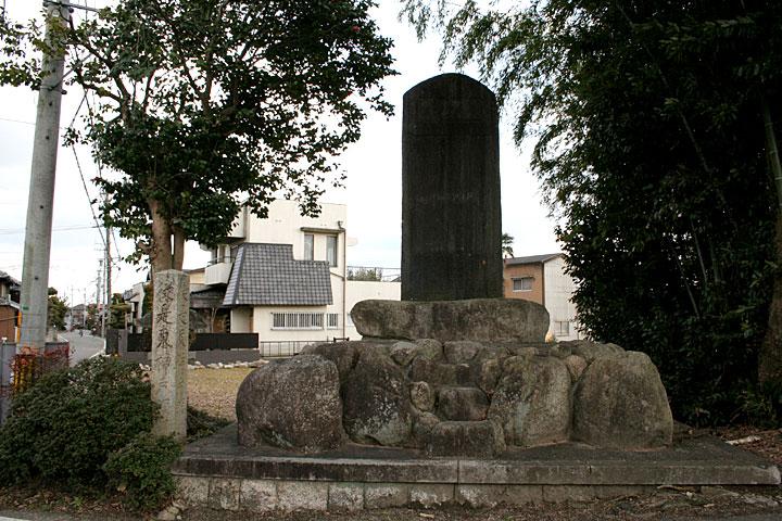 女人堤防の碑