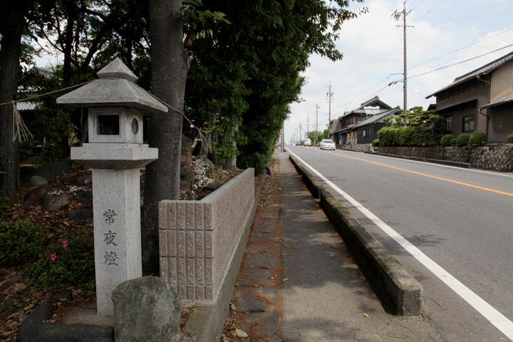 正念寺前の芭蕉碑