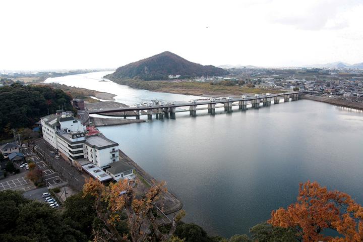 犬山城天守からの景色木曽川下流