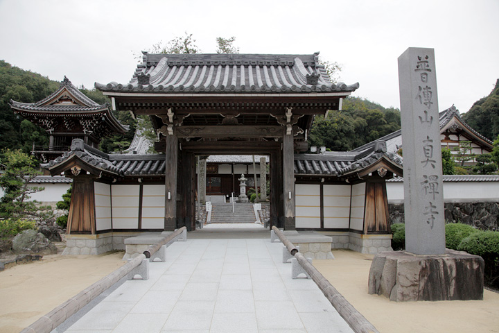 鳩吹山の中腹にある真禅寺