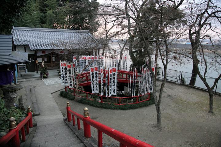 今渡の渡し場跡と弘法堂