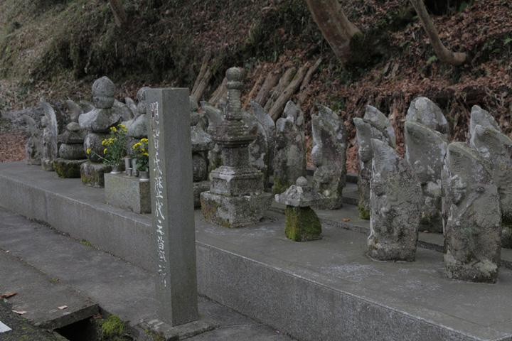 境内にある明智家歴代の墓