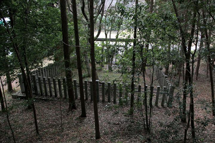 八坂入彦の墓