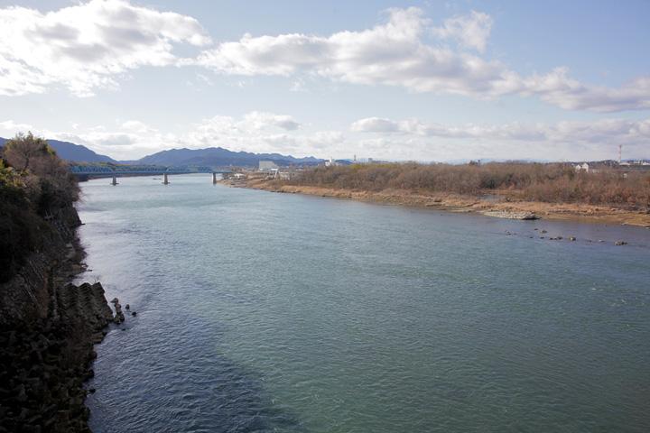 今渡り上流の木曽川