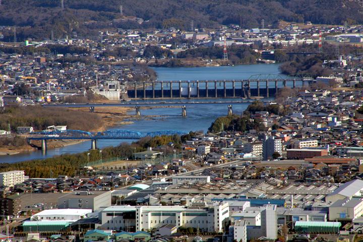 今渡ダム 木曽川と美濃川の分岐点