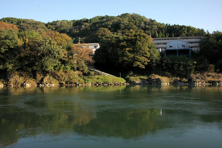 新村湊と木曽川