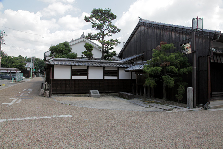 御馳走場跡と関神社参道