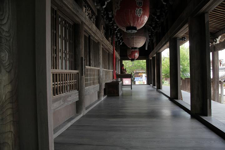 行基菩薩が安置したと伝えられる日本最古の地蔵菩薩が本尊