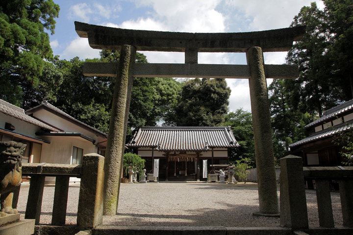 関神社  関氏の祖、実忠が紀伊国熊野坐神社の分霊を歓請したものと伝えられる