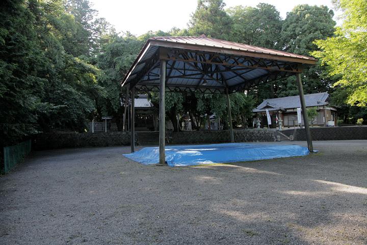 川俣神社境内の宮相撲の土俵