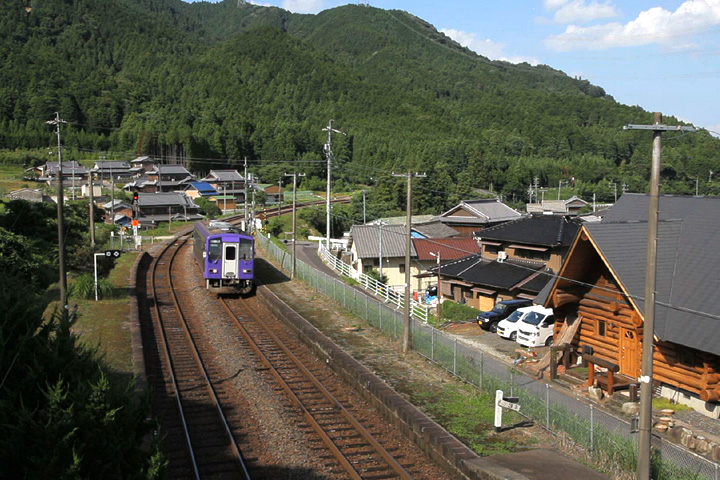 関西本線 加太駅に向かう車輌