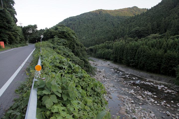右手前方は平ノ沢城跡