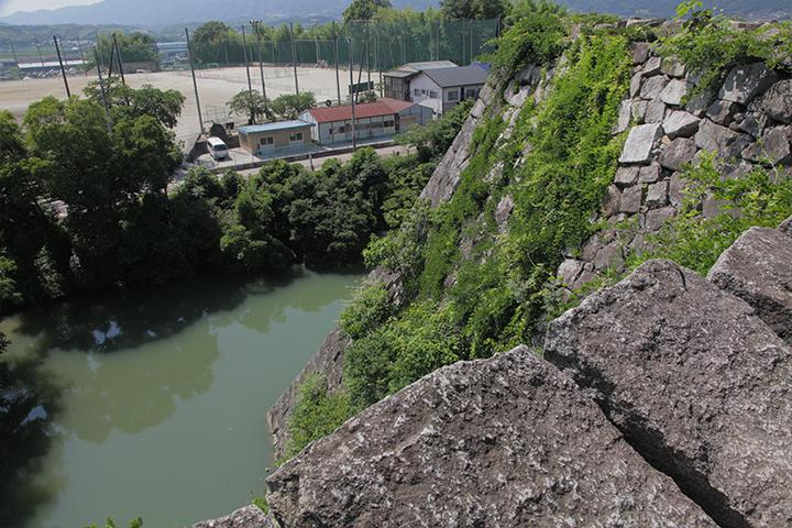 高さ 約30メートルという高石垣