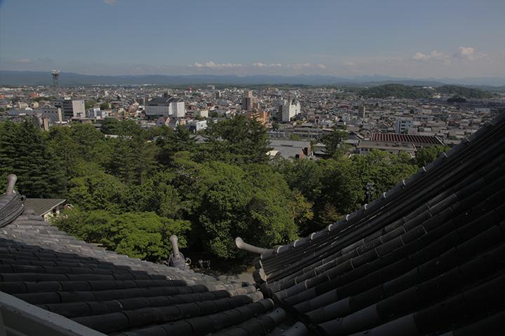 天主閣より上野城下を見る