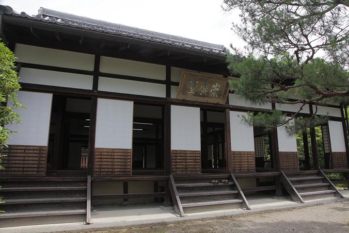 講堂 このような広間型講堂で現存するのは他に閑谷学校(岡山)のみ