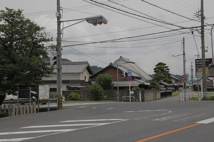 孝子留松之碑前の大和街道